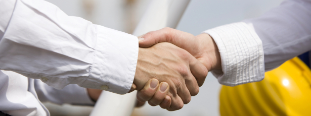 Handshake - Questions to ask before choosing a Contractor - Fort Myers - Richardson Custom Homes