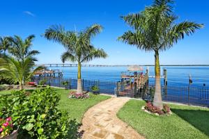 River-view-Top-5-reasons-to-choose-us-Richardson-Custom-Homes-Fort-Myers-300x200jpg