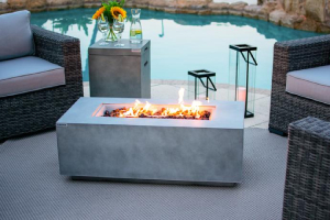 outdoor rectangle fire table with modern design-Richardson Custom Homes-Fort Myers–300x200jpg